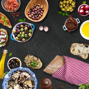 italienische Antipasti mit frischem Brot