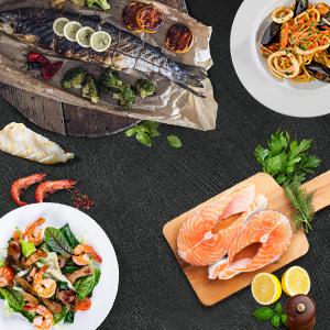 Gebratener Fisch, frische Lachssteaks, Spaghetti Marinara und Salat mit Shrimps
