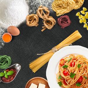 Viele verschiedene Sorten frische Pasta
